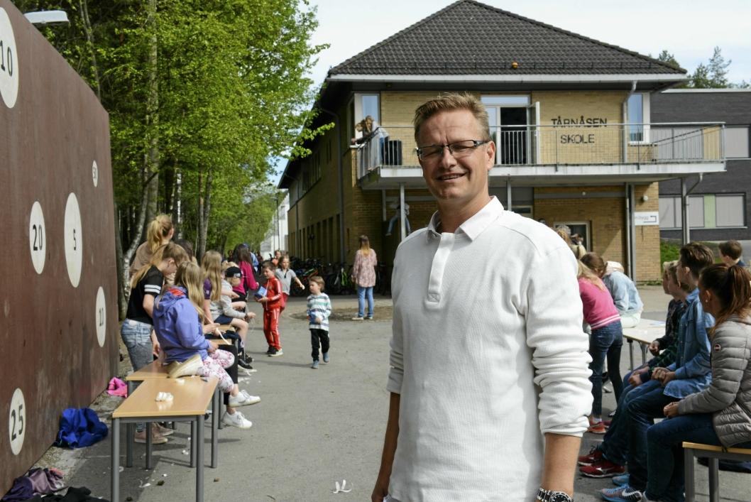 ENGASJERT: Den positive rektoren synes det er viktig å være tilstede der barna er.