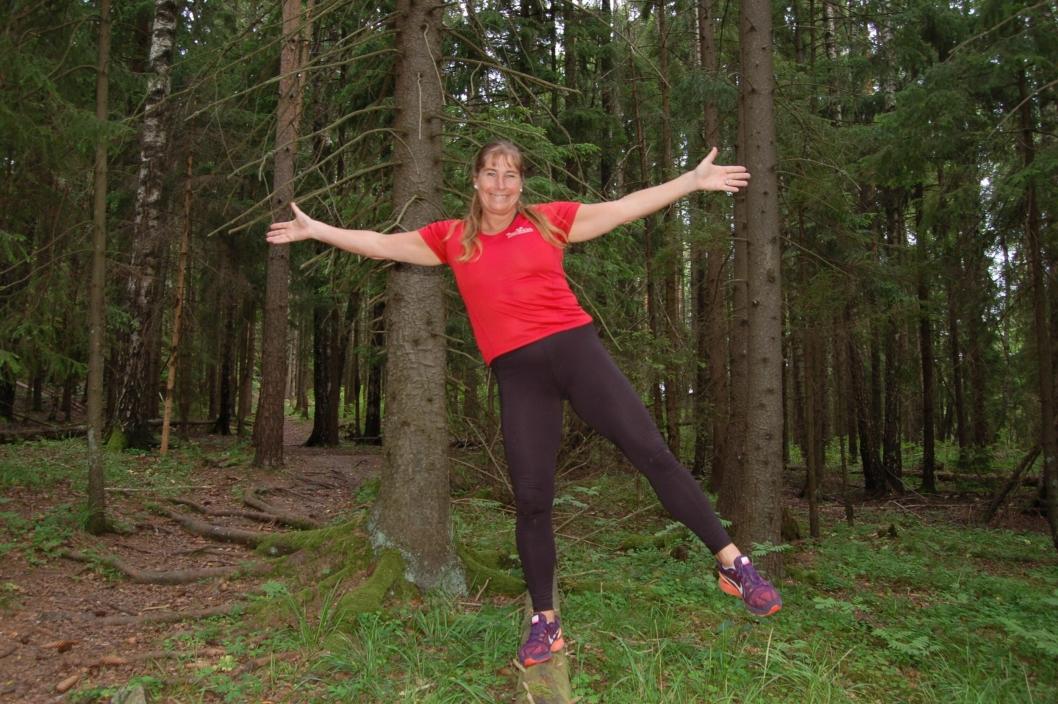 BRUK SKOGEN: –Bruk de flotte omgivelsene vi har her i kommunen, oppfordrer Trine Hattestad. Løp intervaller i skogen, svøm, sykkel, bruk det som ligger klart! – I skogen har jeg aldri musikk på ørene, jeg synes det er deilig å høre fuglesang!