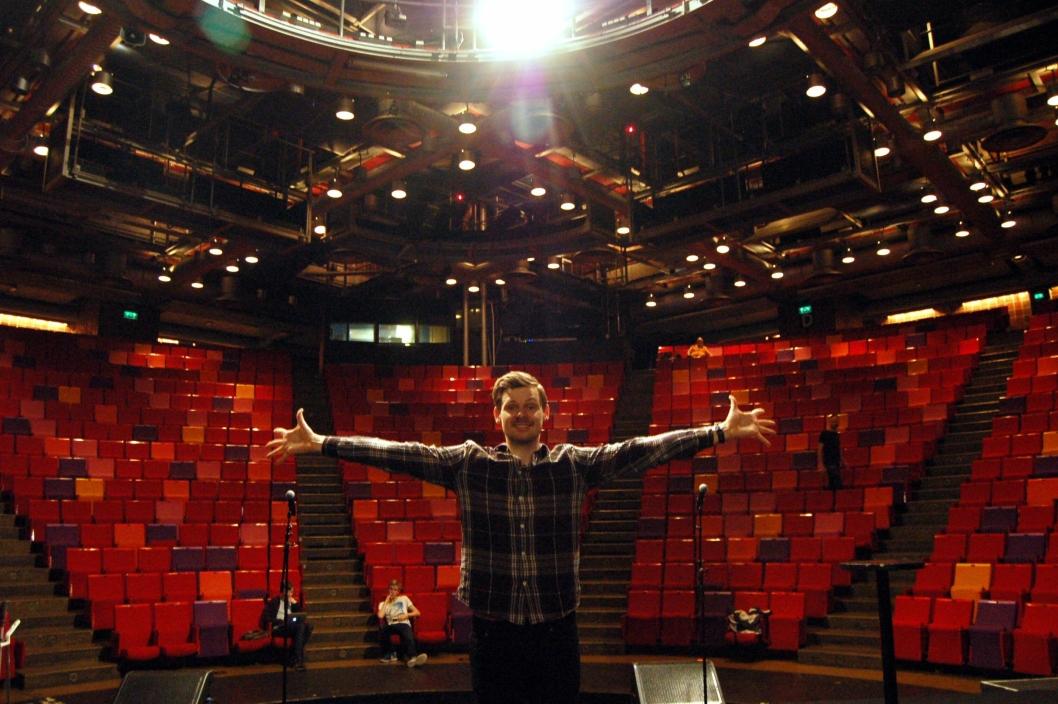 SUKSESS: Jeg elsker å være skuespiller, og gjør det så lenge det er gøy! Her fra Storsalen i Chateau Neuf i Oslo hvor Grease skal spilles i januar.