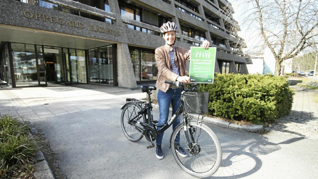 GIR GODE TIPS: Anna Lina Toverud er kommunens sykkelekspert, og deler velvillig sine beste tips for å få en god sommer på    to hjul!