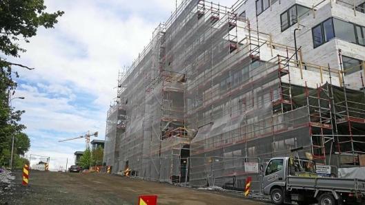 HAR OGSÅ HATT TYVE-BESØK: Også på byggeplassene i Ormerudveien har det vært tyver på ferde i sommer..