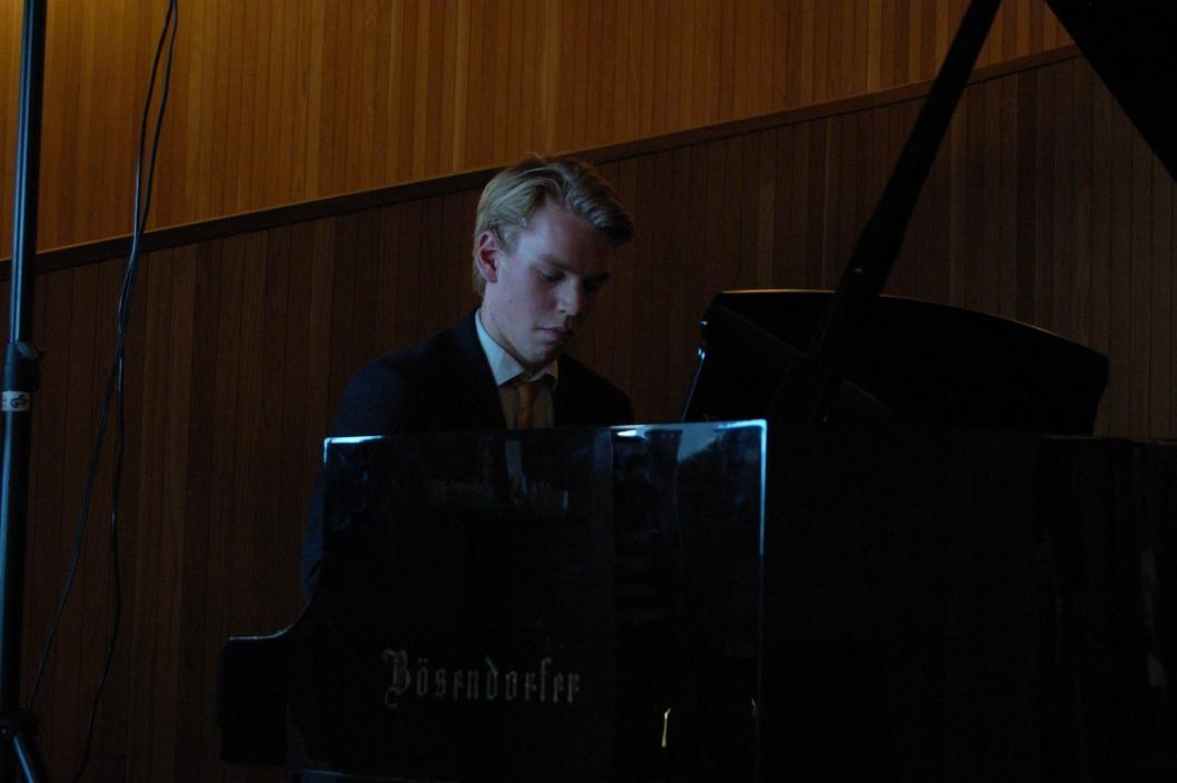 PIANISTEN: Edvard Sandbakken spiller som regel klassiske stykker, men på fredag ble det jazz.