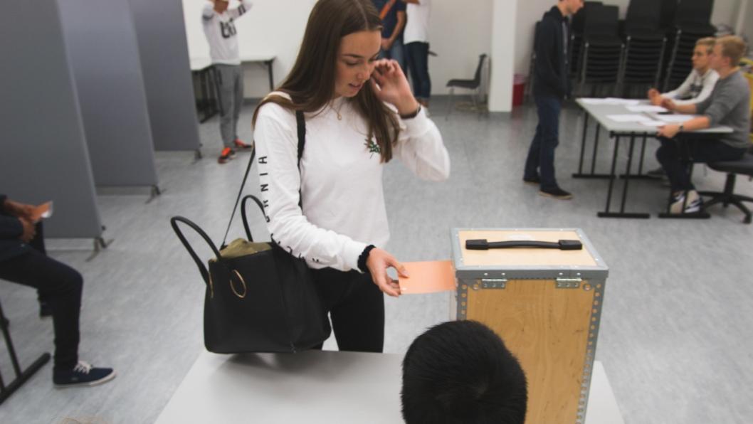 VALGDAG: De unge ved Roald Amundsen Videregående Skole gikk til valgurnen i dag.