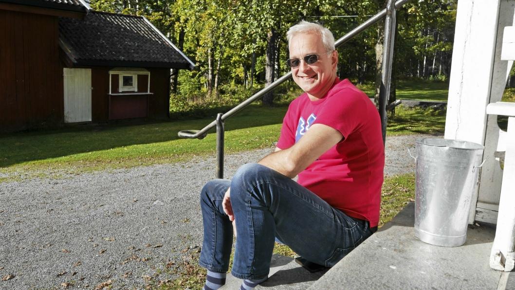 ØNSKER VELKOMMEN: – I år har vi forhåndspåmelding, så meld deg på! Dette blir bra, lover Stein Morten Sletten i Svartskog IF om årets Svartskogløpet.