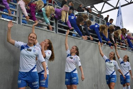 KJEMPER HARDT: Kolbotn-damene gjør alt de kan for å ta poeng i årets serie. Her kjempet de mot Vålerenga og var med på å åpne VIFs nye storstadion i forrige serierunde.