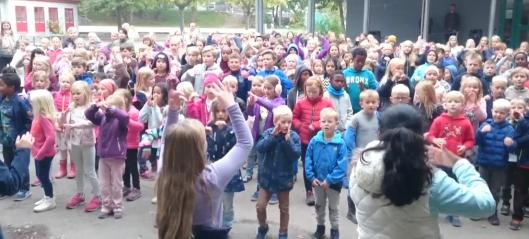 Se Kolbotn skole danse BlimE-dansen!