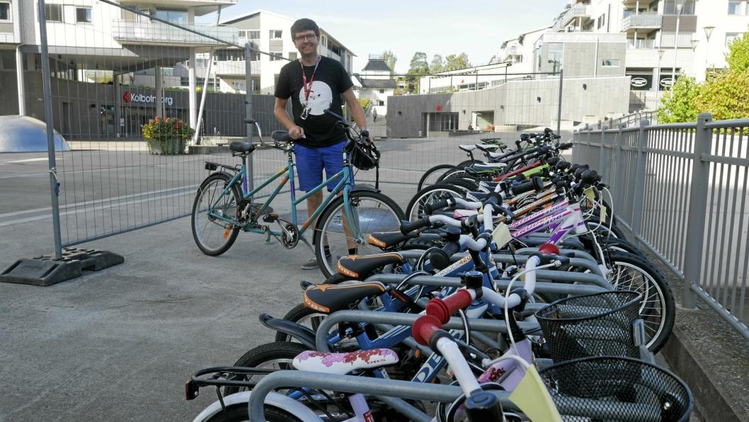 SYKLER: – Vi har sykler i alle størrelser, fasonger og former, sier Hans Martin Enger.