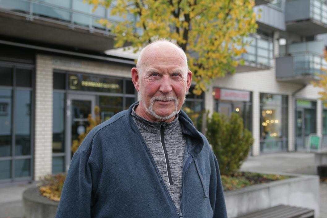 – SPILLER INGEN ROLLE: Knut Reian (73)Greverud: – For meg spiller det ingen rolle egentlig, fordi jeg bor på Greverud, så at bussen stopper der er helt greit.
