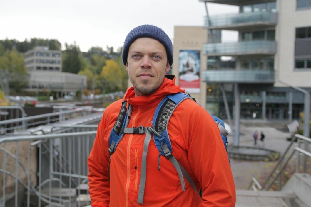 FORNØYD: Nicolai Hjelseth (34) Kolbotn: – Jeg har ikke sett de nye bussrutene. For min del synes jeg busstilbudet er bra, fordi jeg bor nede ved Ingierodden, så jeg har kort vei til bussen. Rushtrafikken og morgenen er grei, men alt kan bli bedre.