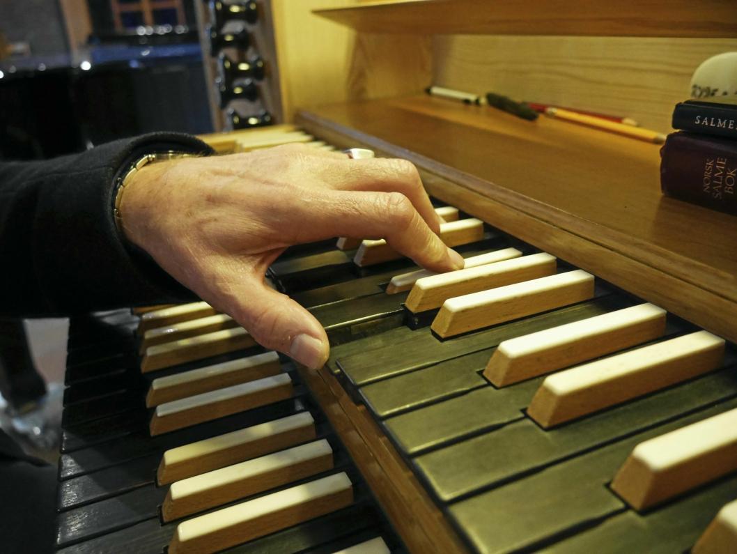 EN MESTER PÅ TANGENTENE: Det skal mange års øving til, ja, faktisk en egen utdannelse og forståelse for å klare å traktere det mektige instrumentet.