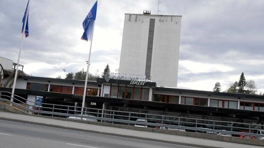 RANET PÅ VEI HJEM: Ekteparet Amundsen hadde vært på Sofiemyr Senter og handlet, da de ble ranet av to personer i en bil. (Foto: Oppegård Avis).