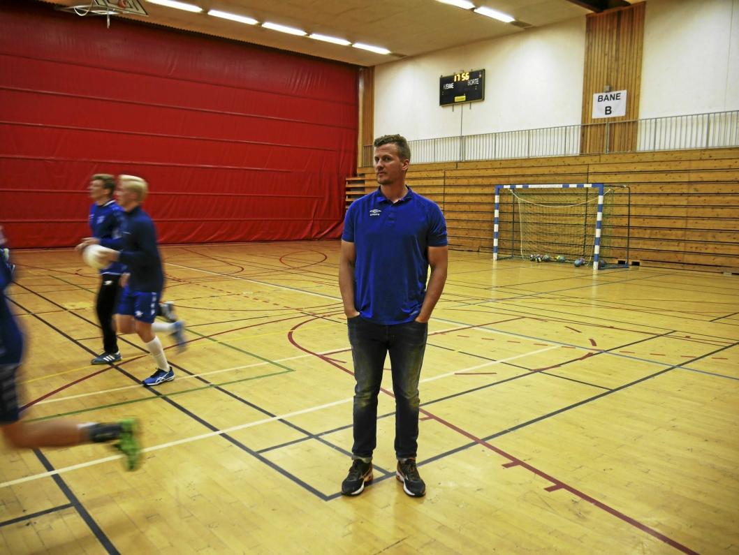 JOBBER HARDT: Hovedtrener Kyrre Vegard Johannesen kjører guttene sine hardt om dagen. Målet er å prestere enda bedre i herrenes andredivisjon.