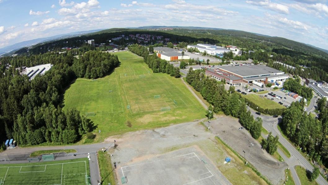 MYE SOM SKJER: En gigantisk del av rådmannens pengepott er avsatt til byggingen av både ny idrettshall og ny stor-ungdomsskole her på Sofiemyr i idrettsparken.