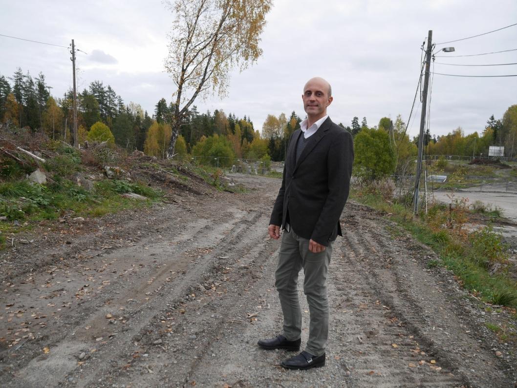 FRA GAMMEL TRELAST VIA RIVING TIL BOLIGER AV ALLE SLAG: Prosjektsjef Kim André Moe i JM Norge gleder seg til å ta fatt på byggestarten på Trelasttomta, men først er det klart for salg, og salget, dét er allerede i gang!