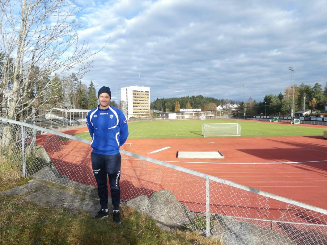PUSTER LETTET UT: KIL-trener Knut Slatleim er fornøyd med at toppseriedamene klarte å redde plassen i toppserien, og lover at de skal gi alt i årets siste kamp på hjemmebane.