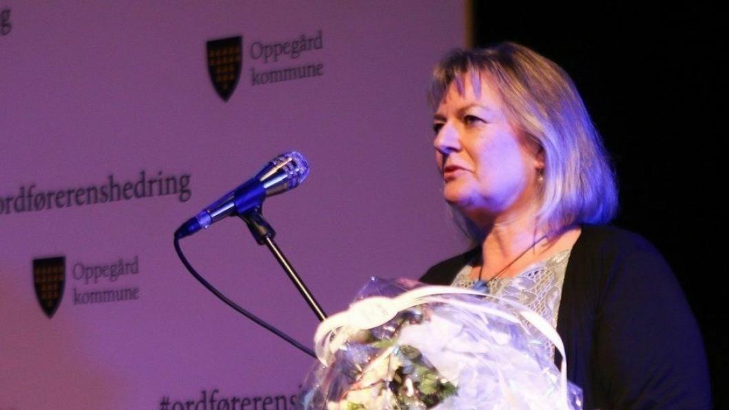ERDIG VINNER: Helle Gravli ble den verdige vinneren av årets Frivillighetspris for sin innsats for flyktninger i Oppegård.