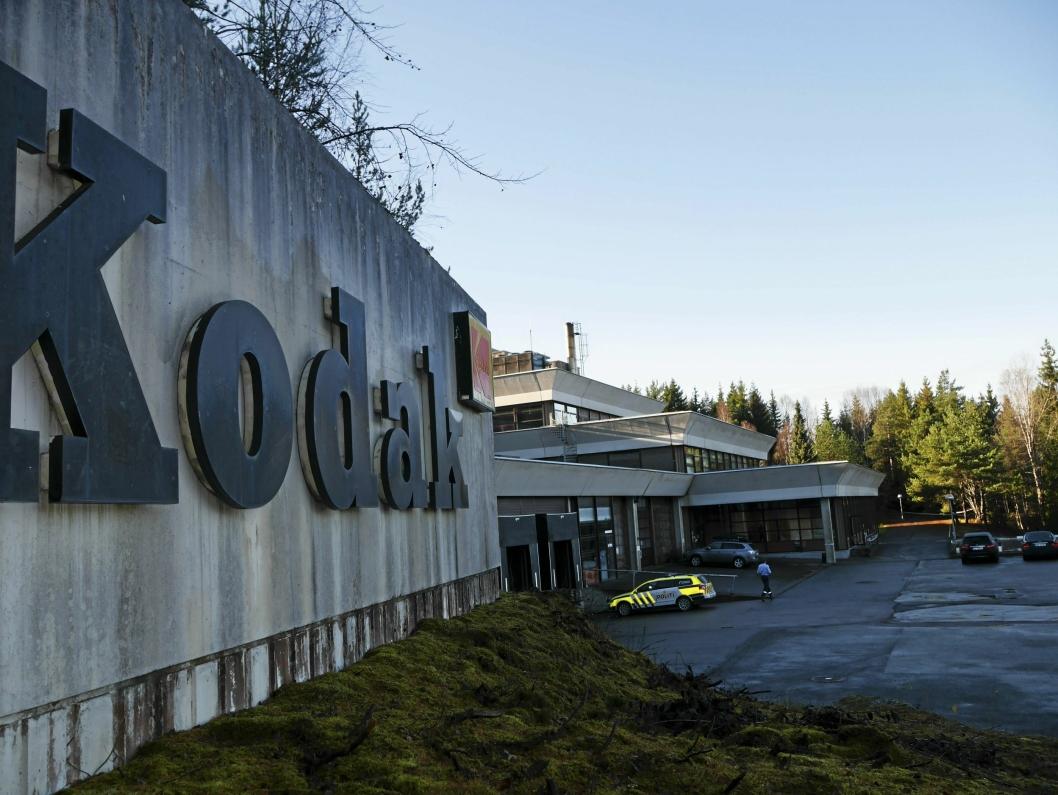 LIENGA 7: Kodak-bygget ble tegnet av Geir Grung og oppført i 1977-1979. Det er mange spørsmål rundt hva som skal skje med bygget, som politiet bruker som treningsplass akkurat nå. Mange har spekulert i at bygget skal bli et helsehus. Det er ikke aktuelt med det første, skal vi tro eieren.