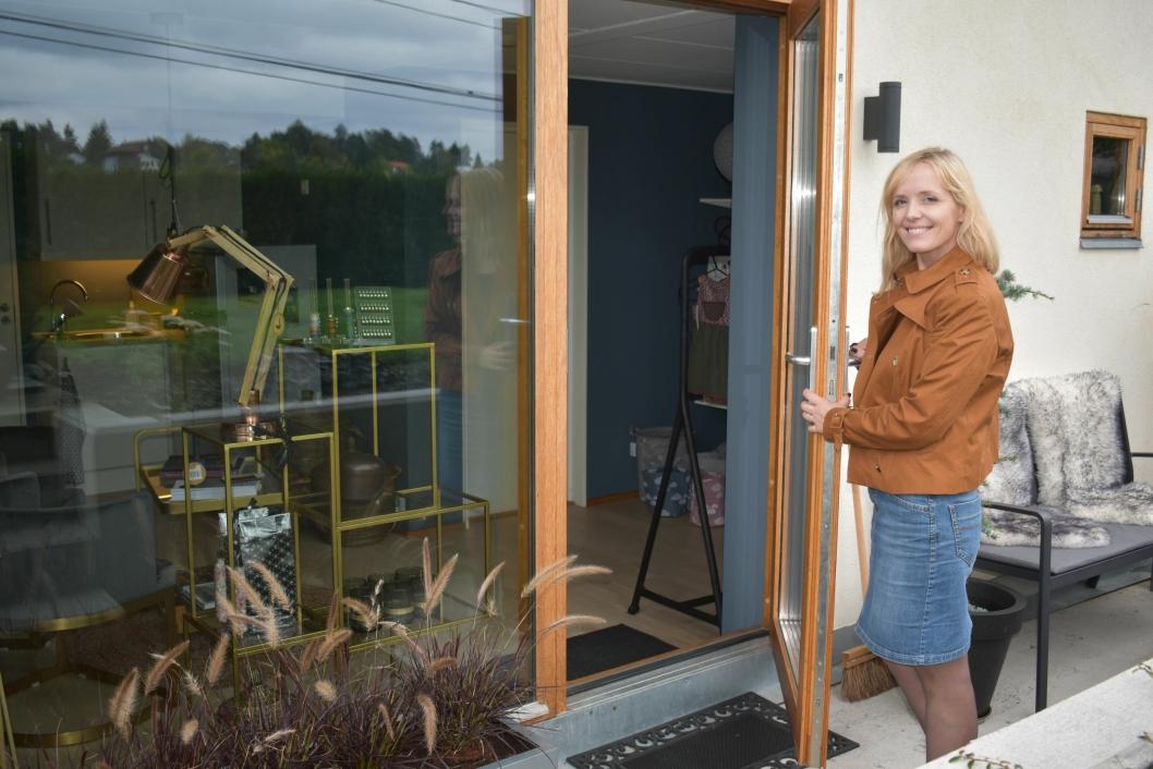 """VELKOMMEN: Du kan nå velge om du vil handle i Tunstads lille butikk, eller """"showroom"""", som hun også kaller det, eller på nettet."""