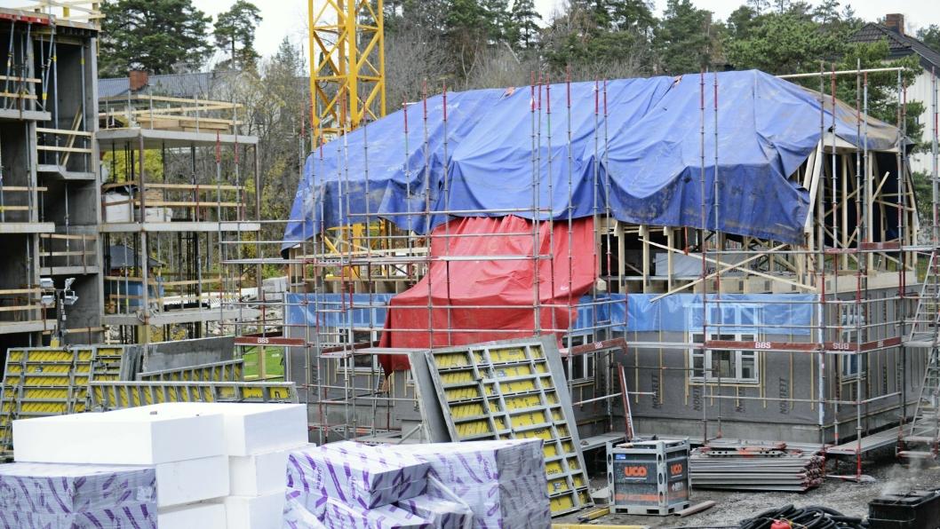 SNART FERDIG: Det er ikke lenge til denne byggeplassen  er omgjort til blokker med leiligheter. Kolbotn Hage skal huse 121 leiligheter.
