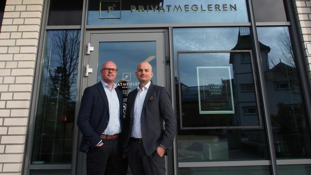 HAR TROEN: Jon Syver Ternå (t.v.) og Roger Edvardsen i Privatmegleren Kvadrat på Kolbotn melder om kjøpers marked.