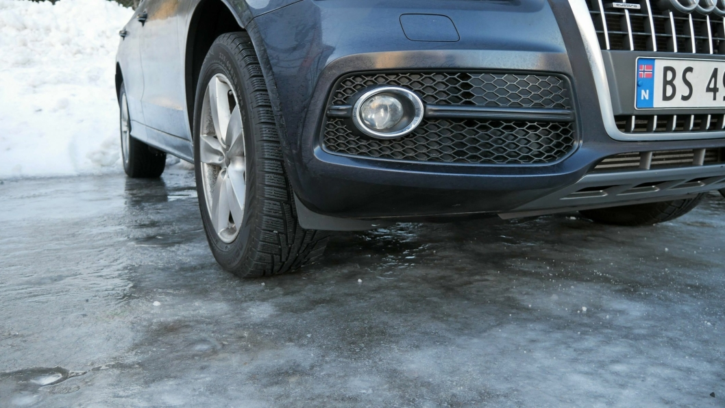 MYE Å HUSKE PÅ: Når det er glatt på veien, er det mange ting du kan gjøre som sjåfør for å unngå ulykker.