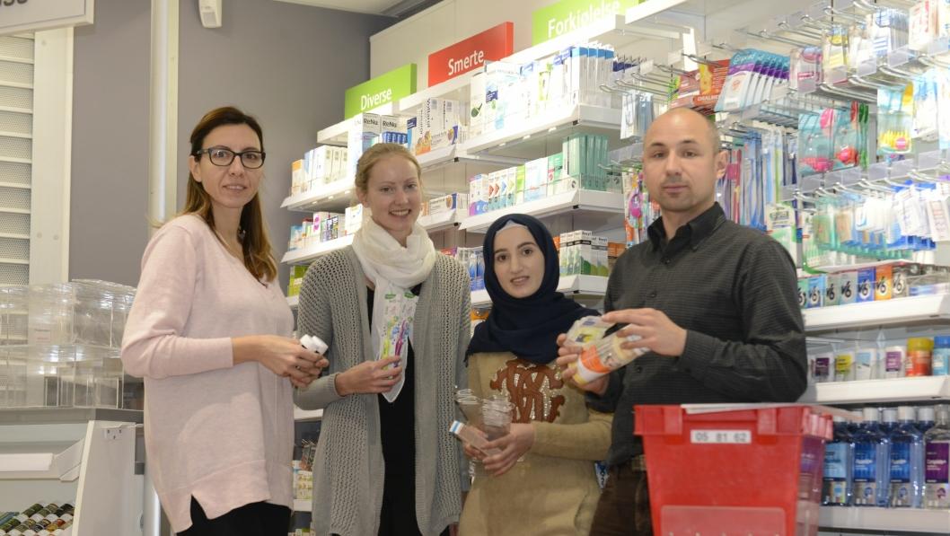 ØNSKER VELKOMMEN: Danijela Vasilic (f.v), Elin Baltzersen, Ikram Alghalban og Marcin Szmigiero, skal sørge for at kundene blir tatt godt vare på.