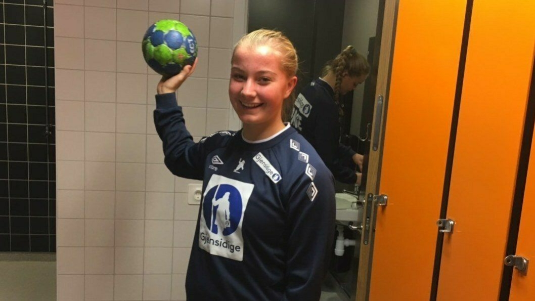 TALENT: Julie Hattestad (16) er med på landslagssamling for U-jentene i Sverige denne uken.