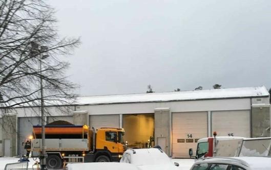 KLARE FOR AKSJON: Brøytemannskapene til kommunen står klare for å brøyte og strø de kommunale veiene i vinter.