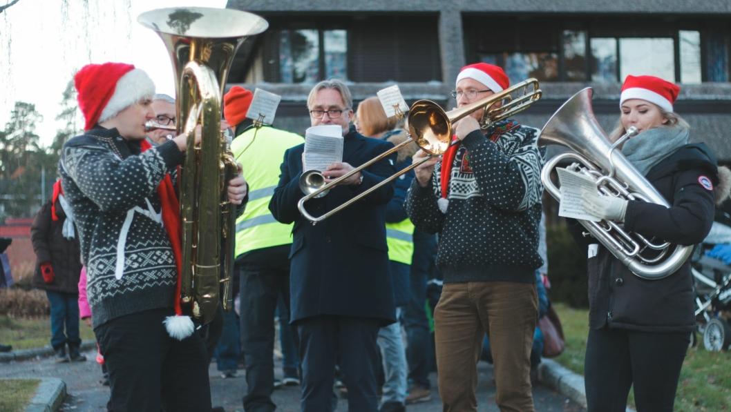 KOSELIG: Det ble en fantastisk aften under julegrantenningen og julemarkedet på Kolbotn torg i helgen!