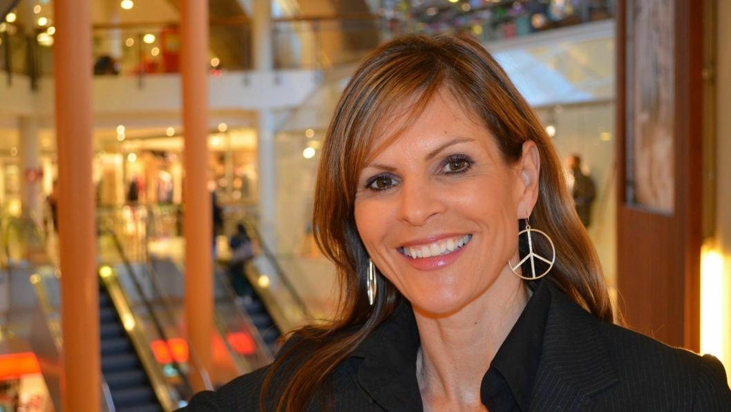 FORNØYD: Senterleder Elisabeth Lohk ved Vinterbro senter takker tålmodige kunder.