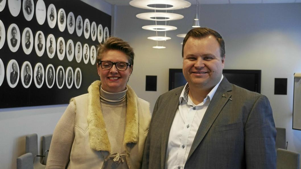 KLARE I SIN TALE: – Vi forventer og har tillit til at Fylkesmannen i Oslo og Akershus følger opp oppdraget fra Kommunal- og moderniseringsdepartementet på en ryddig måte. Grensejusteringen skal utredes og innbyggerne skal høres, sier de to ordførerne Hanne Opdan (A) i Ski (t.v.) og Thomas Sjøvold (H) i Oppegård. Nå ønsker de seg en del av Ås i Nordre Follo kommune.