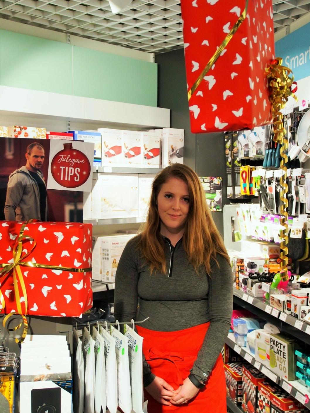 ENKLERE LIV: Hos oss er det mange unge som ber om julegavetips til mamma og pappa, sier Line Opedal. Dette er en av de julete butikkene på Kolbotn torg.