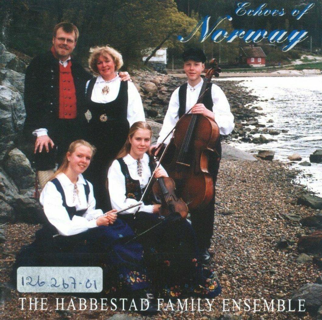 """FAMILIEENSEMBLE: The Habbestad Ensemble ga ut tre album med familien under """"The Habbestad Ensemble"""" i 1998, 2001 og 2003."""