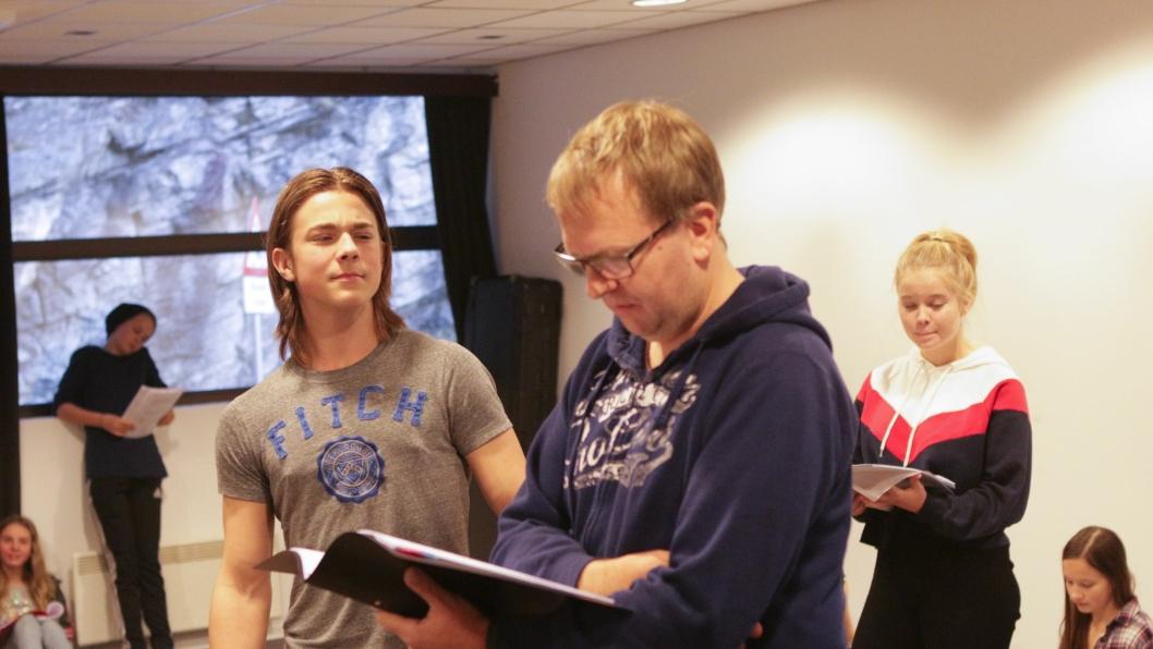 MOTPARTER: Erik Oskar Berg (t.v.) er i rollen som Tarzan og Helge Marstrander er motparten Greystoke som ønsker å rasere jungelen og gjøre alt kommersielt.
