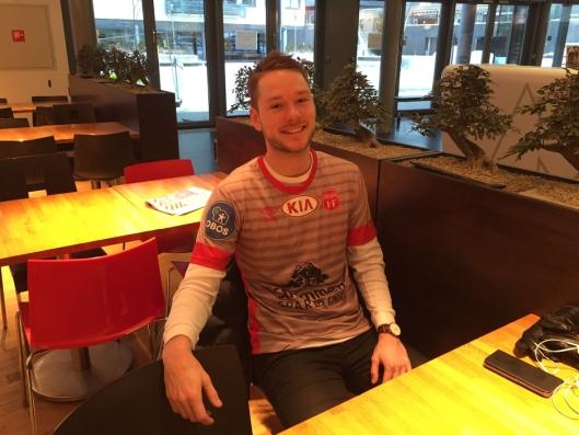 """DONE DEAL: Vestvatn signerte for Strømmen IF 15. desember 2017 (Bilde: Samuel Ninson)<span style=""""font-size: 1.4rem; color: #333333;""""></span>"""