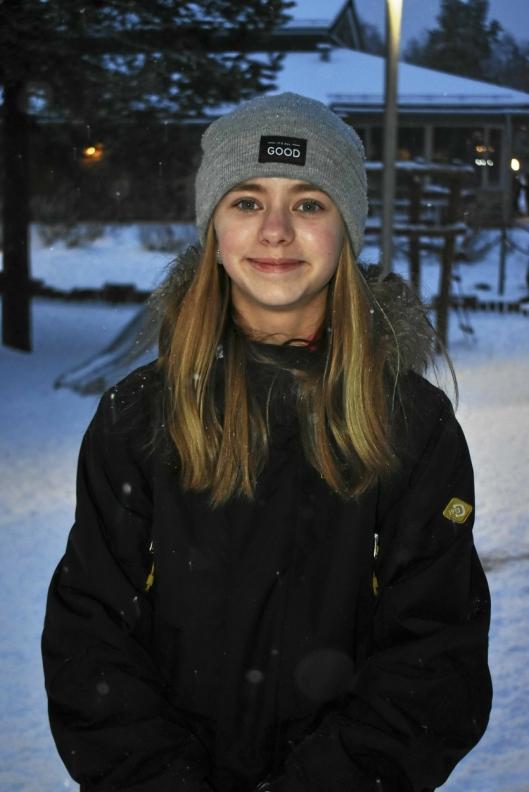 VIKTIG STEMME: Elevrådsleder Ingrid Amalia Johannessen Ørmen (12) snakket om hvor viktig det var å ta vare på hverandre. – Her på Tårnåsen skole synes jeg vi har det bra, og min oppfatning er at det ikke er så mange som blir mobbet, sier hun.