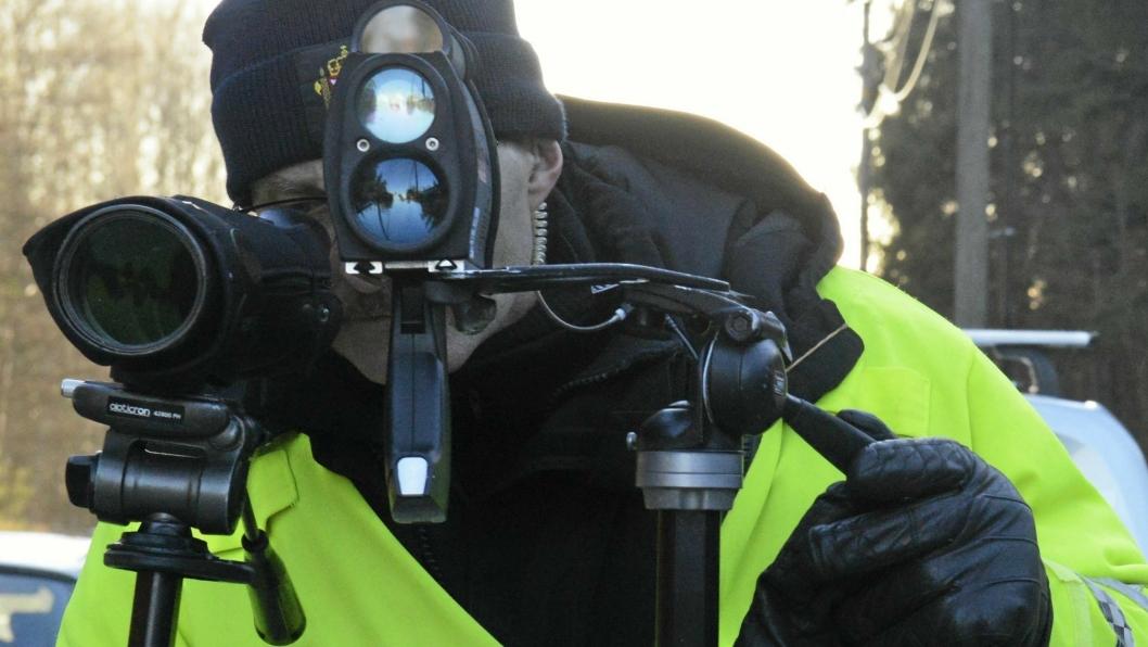 UTE PÅ PATRULJE: Politiet kontrollerer langs veiene våre med jevne mellomrom.