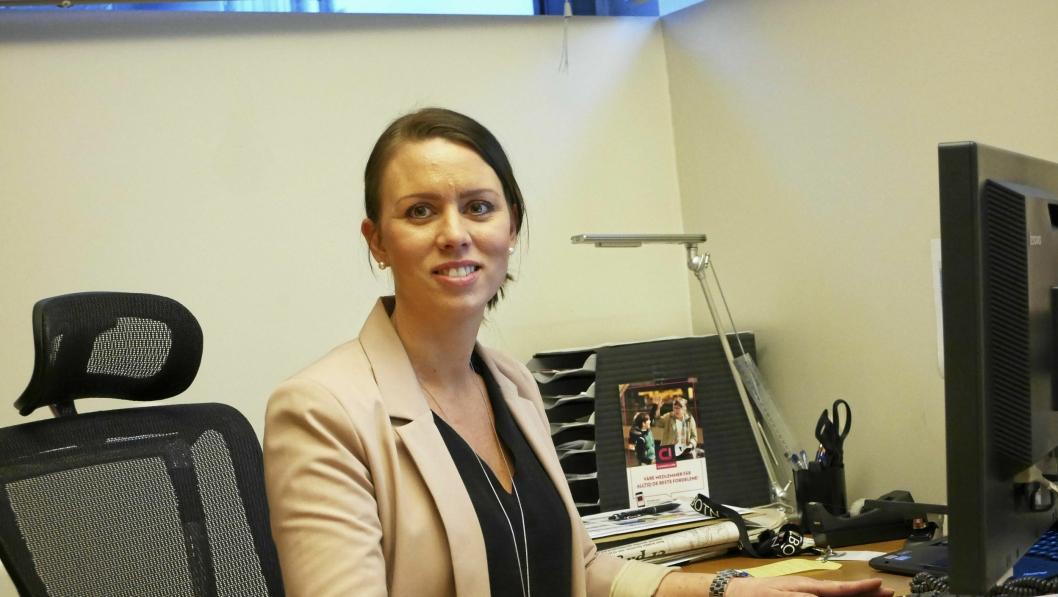 HAPPY MED TALLENE: Senterleder Marianne Thoresen-Larsen ved Kolbotn torg.