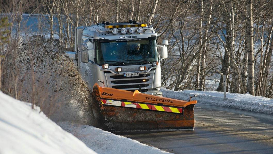 SKAL FRESES: Lokale veier skal freses for å få veiene bedre kjørbare.