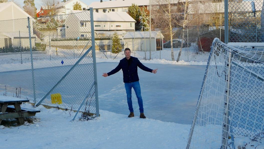 TILBAKE PÅ LØKKA: Det var her, på løkka på Trollåsen, eventyret startet. Bildet ble tatt i forbindelse med Oppegård Avis sin romjulsprat med fotballhelgen.