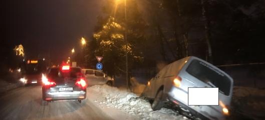 To biler av veien på Sofiemyr