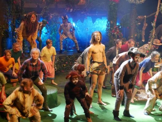 IMPONERER STORT: OPAL gjør en fantastisk jobb med Tarzan, og publikum elsker det!