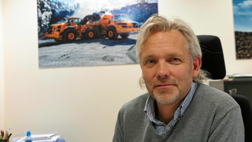 REKORD OG PÅ FLYTTEFOT: Administrerende direktør Gunnar Thorud kan rapportere om rekordomsetning for Volvo Maskin AS. Samtidig har de ansatte fått beskjed om at det synger på siste verset på Mastemyr idet selskapet skal flytte nordover i løpet av et par år.