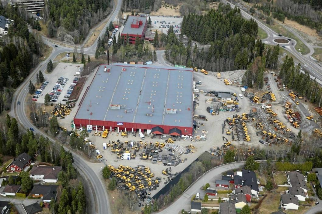 ANLEGGET PÅ MASTEMYR: Volvo Maskins område på Mastemyr er preget av en gul maskinpopulasjon rundt bygningene. Foto: Anders Nordheim-Dahl.