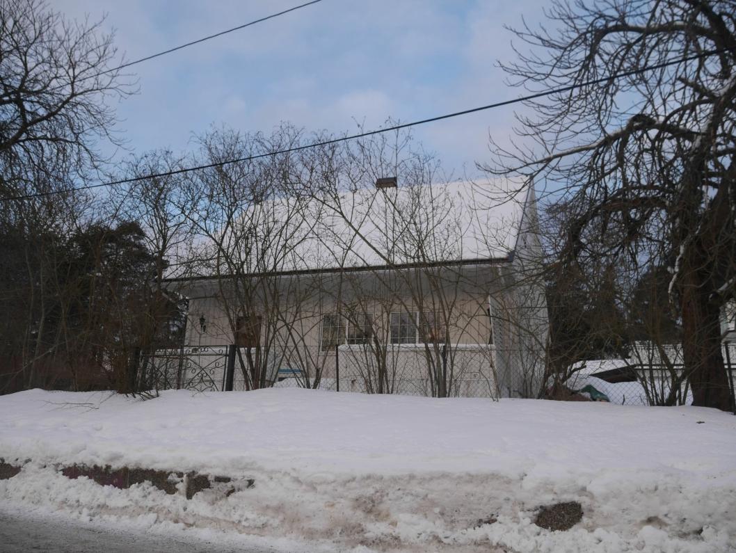SKAL SELGES: Denne eiendommen i Kongeveien 28 på Sofiemyr skal selges.