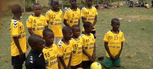 Med fotballen mot fattigdom