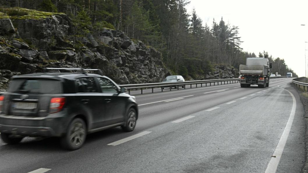 HER SKJEDDE DET: Påkjørselen skjedde på Svartskogtoppen i retning mot Tusenfryd.