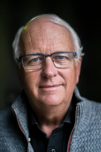 FORFATTER, PREST OG SALMESKRIVER: Eyvind Skeie fra Bergen, bor i Oppegård.
