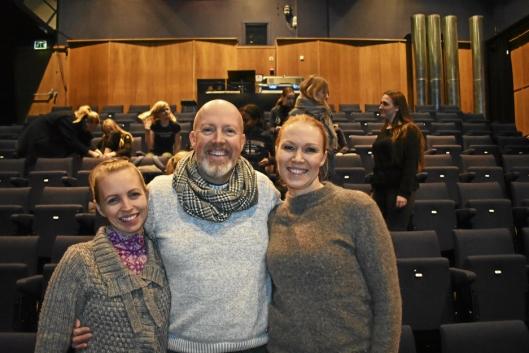 GRUNNMUREN: Det er Katrine Fjell Holen, Anders Lyseggen og Linda Kronen Sømme som er grunnmuren i Some People Musikalensemble.
