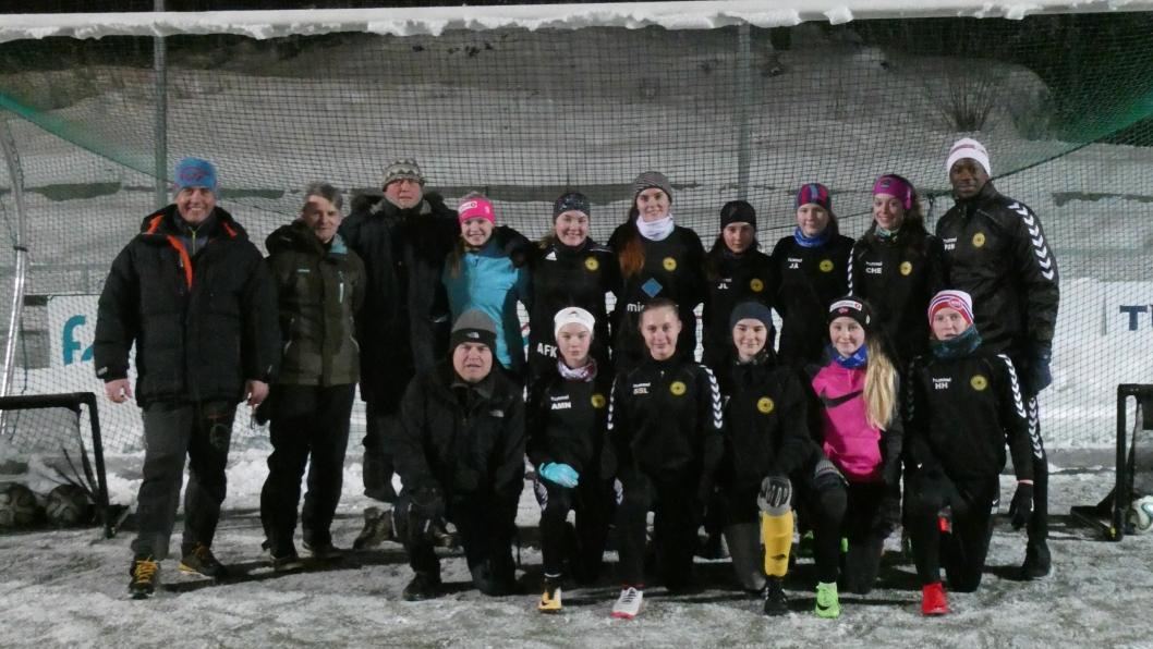 SPENT: Her er gjengen som skal kjempe om poeng i årets 4. divisjon for damer. Flere spillere er hjertelig velkomne til å bli med på laget